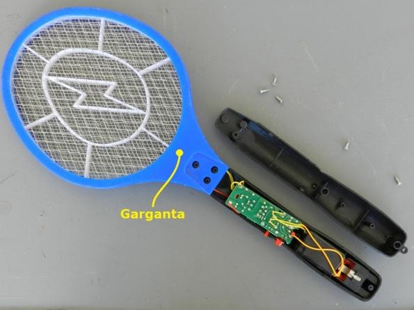 Fig. 1 – Raquete mata-mosquitos parcialmente desmontada.