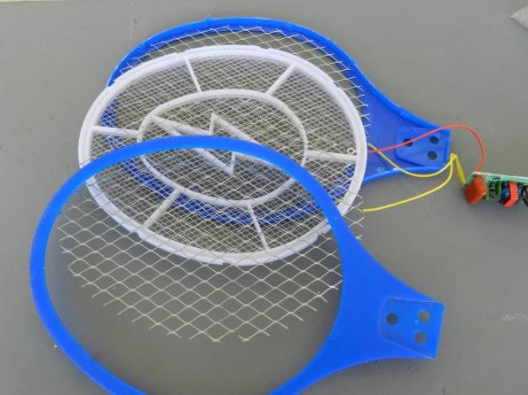 Fig. 2 – Disposição das telas metálicas de uma raquete mata-mosquitos.